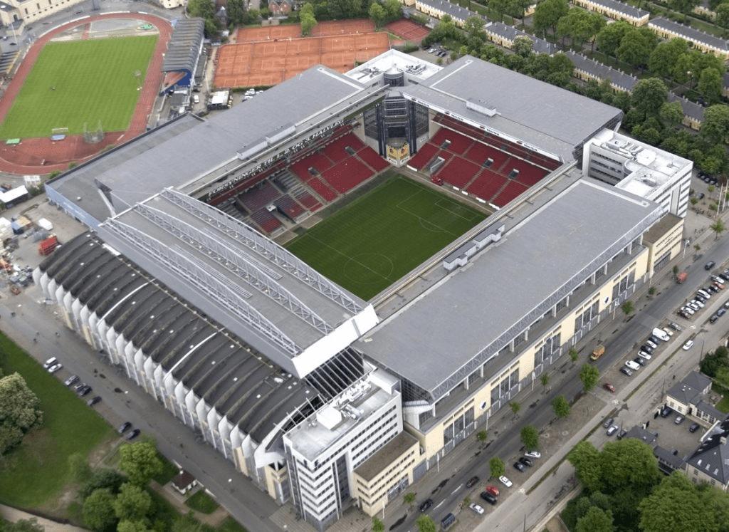 Стадион Паркен на 38 000 человек